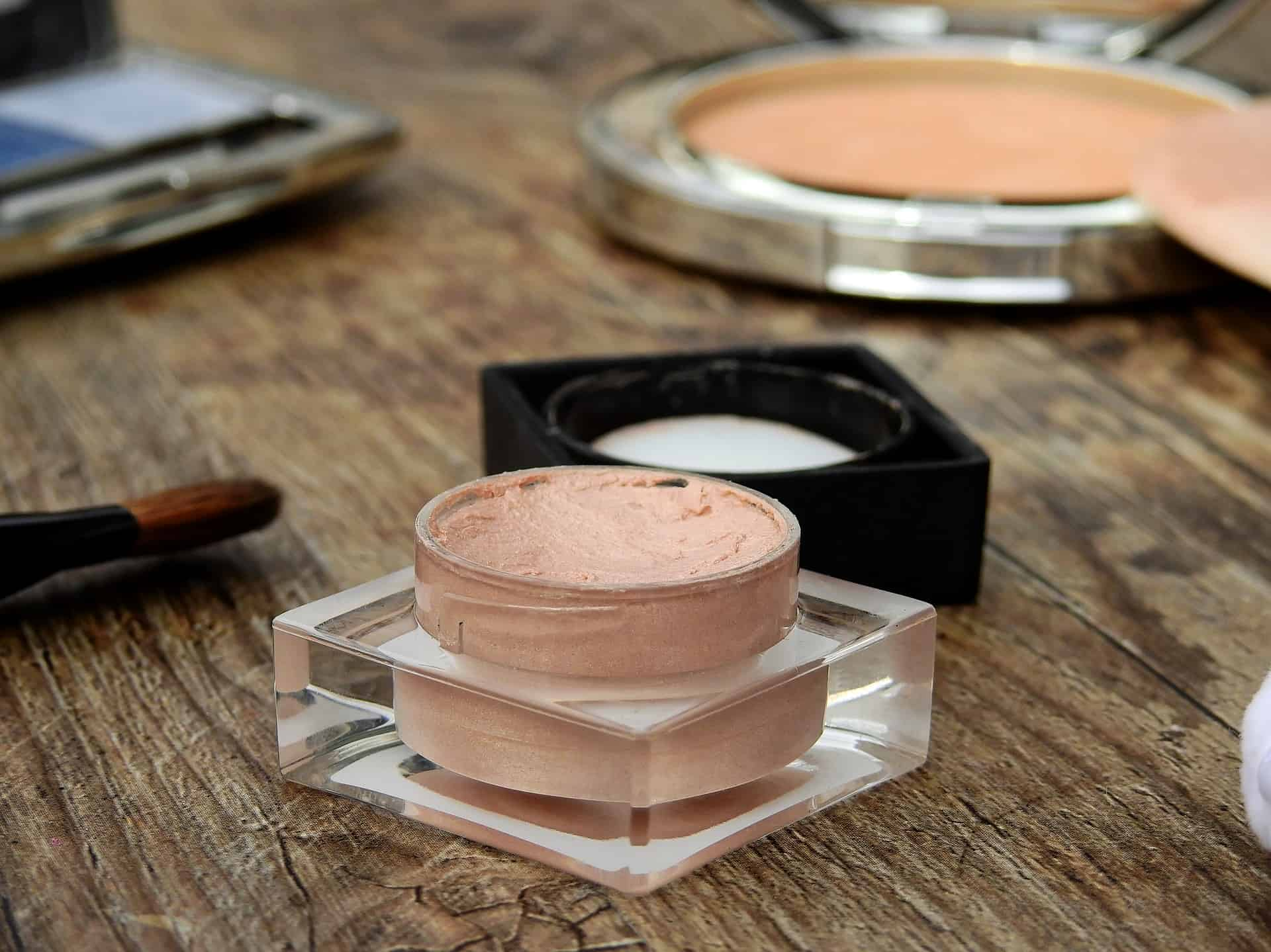 Three Little Tips for Reducing Plastic in your Makeup